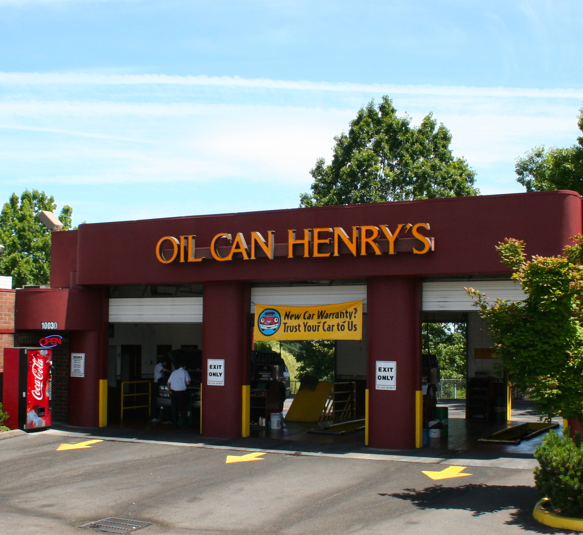 Oil Can Henry's serves drivers in Arizona, California, Colorado, Idaho, Oregon, and Washington. Find an Oil Can Henry's location near you, then drive on in. You never need an appointment for our quick, convenient and thorough service. Arizona.